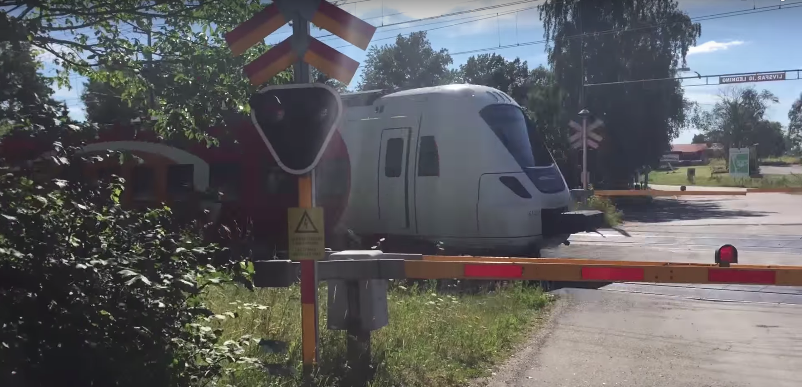 Trains: deadly and scary. (screenshot from NormelTV/YouTube)